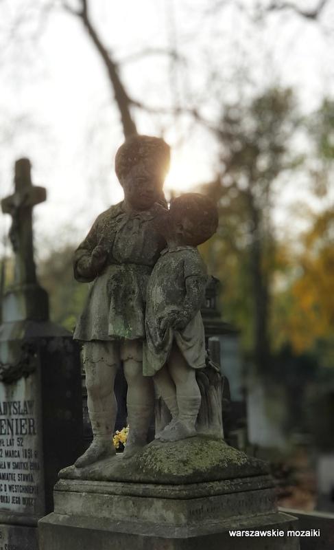 Warszawa Warsaw Wola Powązkowska warszawskie cmentarze rzeźba stary cmentarz zabytek wolskie cmentarze