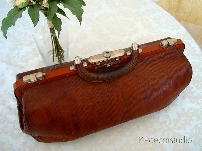 maletín antiguo de medico de piel y cuero totalmente restaurado.