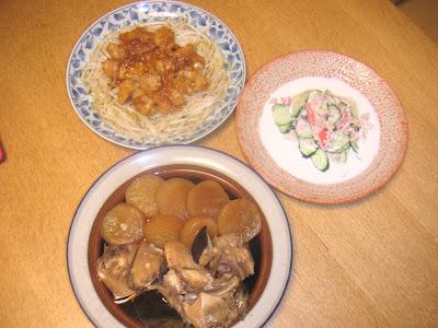 夕食の献立 献立レシピ 飽きない献立 ぶり大根 鮭の中骨サラダ 牛もつ炒め(腸)