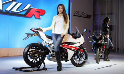 2016 Hyosung GD250R with model pose