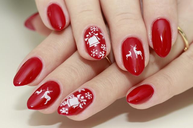 Świąteczne paznokcie z dzwoneczkiem (Semilac 028 Classic Wine)