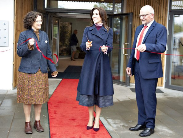 Max Mara cashmere, wool and angora coat. the Christmas Seal Foundation. new hospice in Noerresundby