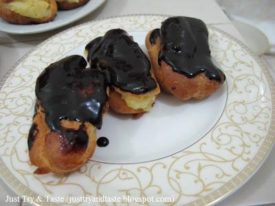 Resep Eclairs dengan Krim Vanila & Coklat Topping JTT