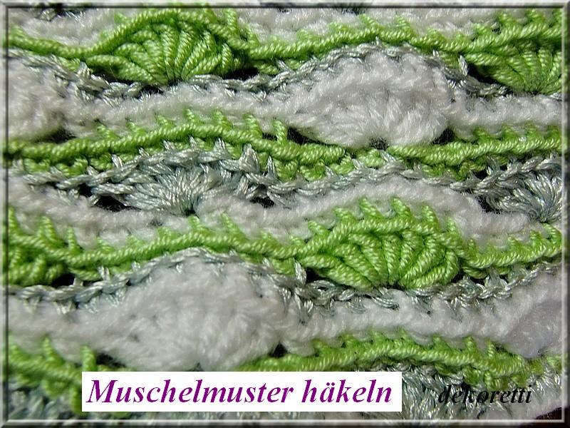 http://dekoretti.blogspot.de/2011/04/hakeldecke-in-grun-grau-und-wei.html