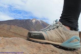 Sepatu untuk mendaki gunung