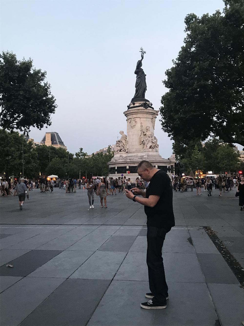 Yksi kuuma yö Pariisissa 17