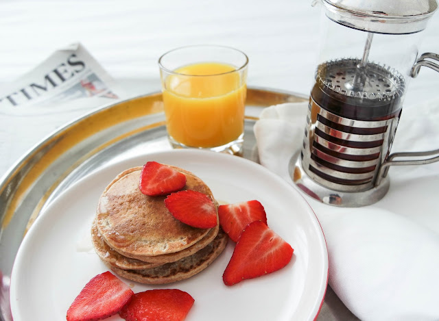 Vegan pancakes blogger breakfast in bed mothers day