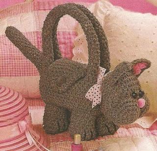 http://patrones-asgaya.blogspot.com.es/2013/03/bolso-gato-crochet.html