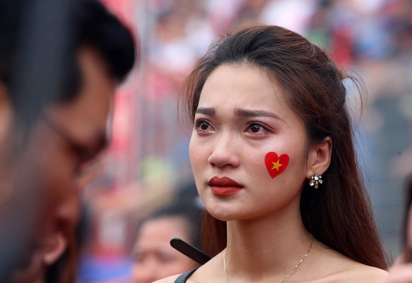 Chùm ảnh CĐV chìm trong nước mắt sau thất bại của U23 Việt Nam
