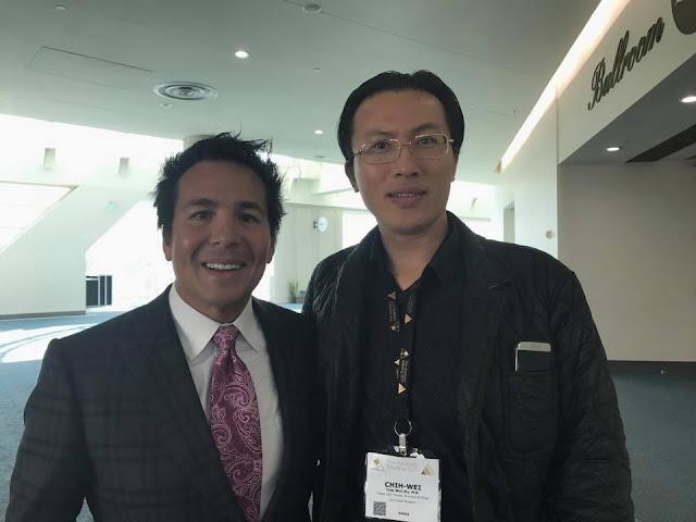 吳至偉醫師於聖地牙哥美國美容整形外科醫學會與Dr. Simeon Wall 討論SAFElipo後合影