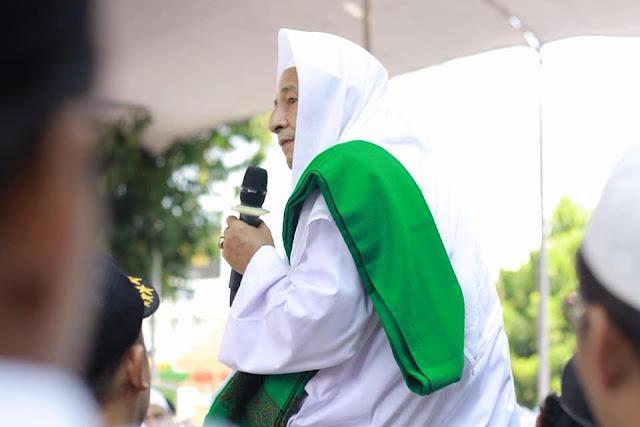 Habib Luthfi bin Yahya: Presiden Jokowi adalah Pemimpin yang Harus Kita Hormati