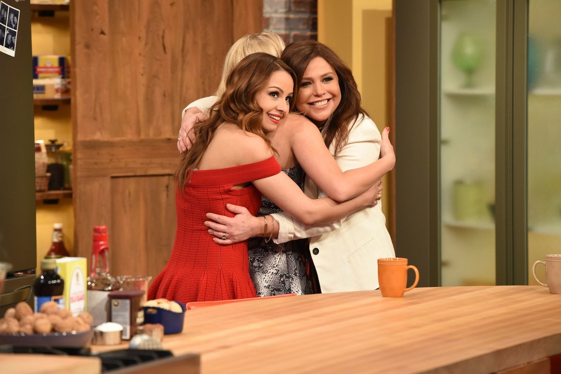 Young and Hungry - Season 3 Episode 6: Young & Rachael Ray