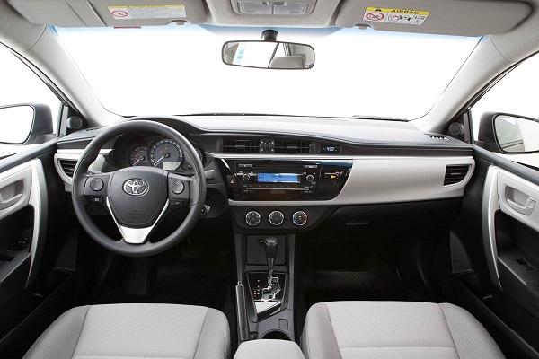 Interior Toyota Corolla SE-G 2017