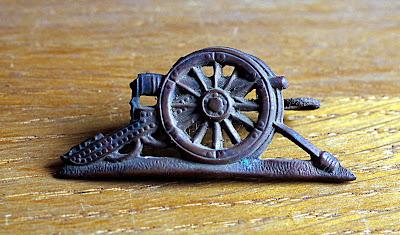 artillery gun badge Essex regiment 59th