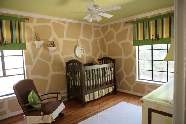 I Heart Pears Giraffe Neutral Nursery
