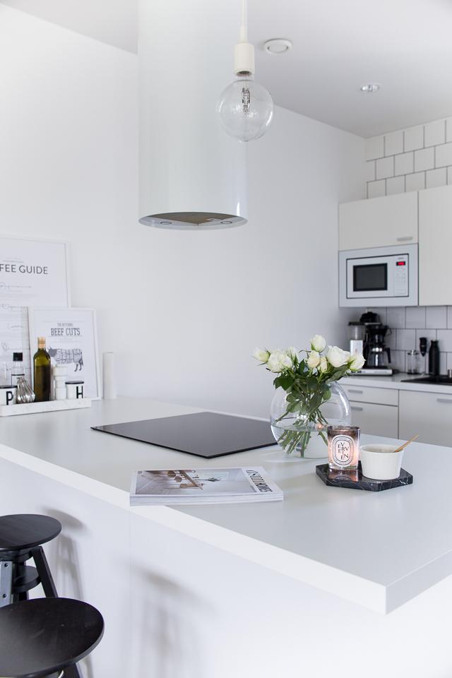 Villa H, keittiön sisustus, inspiraatio, valkoiset ruusut