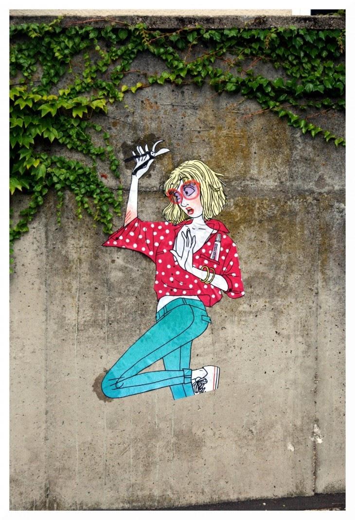 Ilustración de una mujer en un muro exterior.