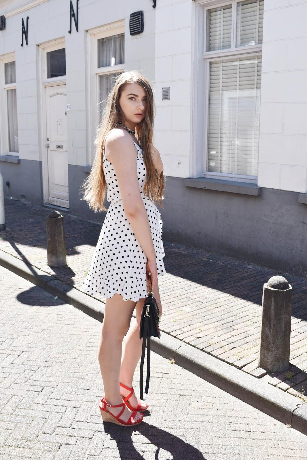 Sukienki w kropki - sprawdź z czym je nosić latem