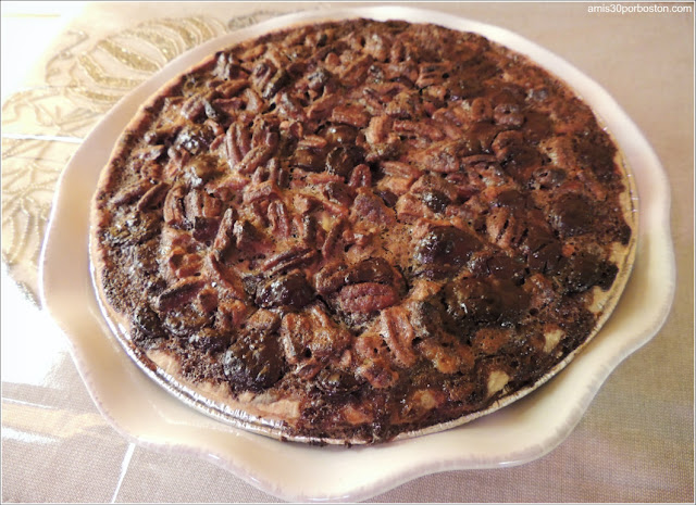 Chocolate Bourbon Pecan Pie Sin Adornar
