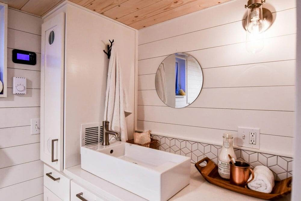 06-Bathroom-Truform-Compact-Architecture-Tiny-House-Living-www-designstack-co