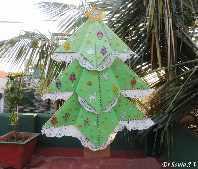Cards ,Crafts ,Kids Projects: Giant Paper Christmas Tree
