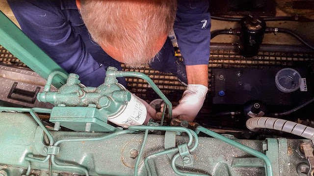 Photo of replacing a perished fuel return hose