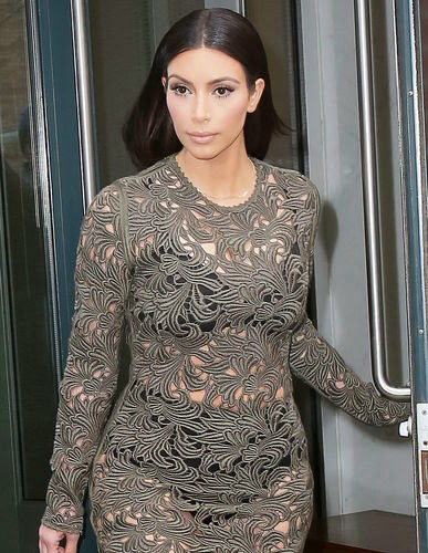 You can see your belly-off-panties, Kim Kardashian!