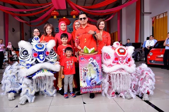 Datuk Wira SM Faisal, Datin Wira Emilia Hanafi & Family at NAZA World CNY Open House_