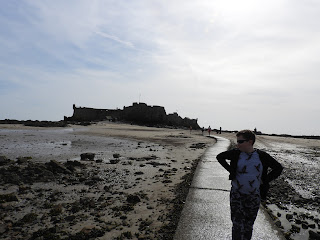 walk to castle causeway at low tide