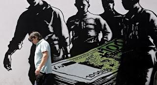 Γιατί οι Έλληνες παίρνουν τα μυαλά τους και φεύγουν