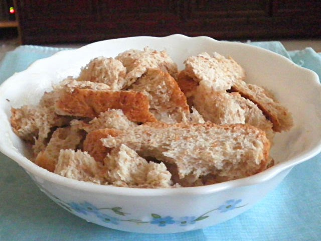 Microwave Bread Pudding Recipe @ http://treatntrick.blogspot.com