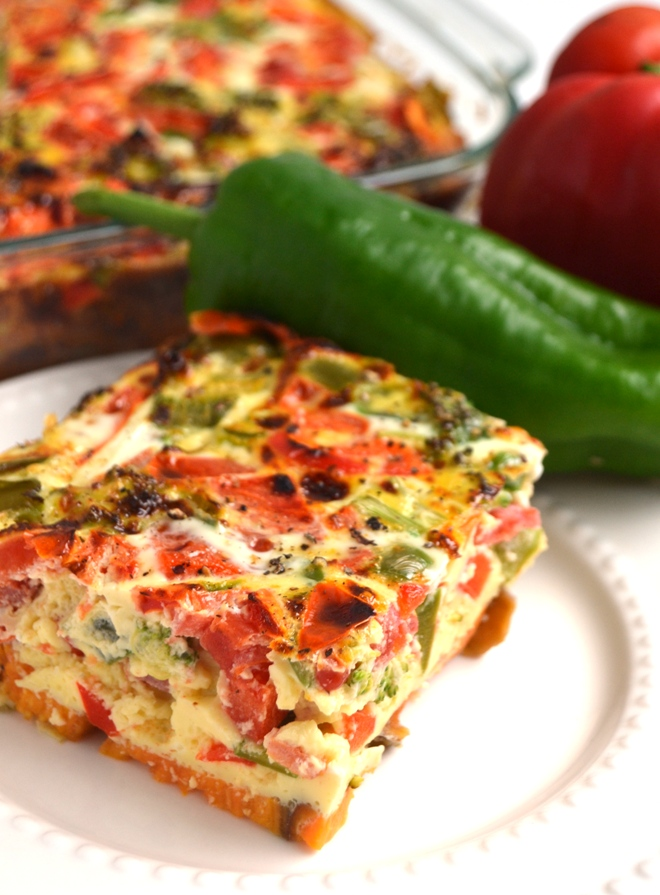 Vegetable Egg Bake with Sweet Potato Crust is loaded with bell peppers, tomatoes and broccoli for a protein and vegetable packed start to your day and is the perfect dish for meal prep! www.nutritionistreviews.com