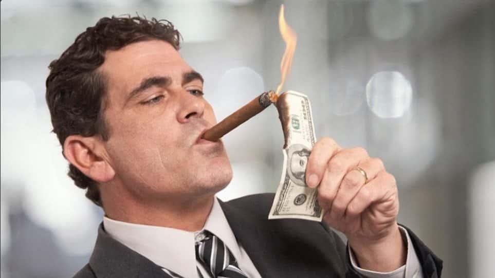 10 Πράγματα που σας Κόβουν το Δρόμο να Γίνετε Πλούσιοι
