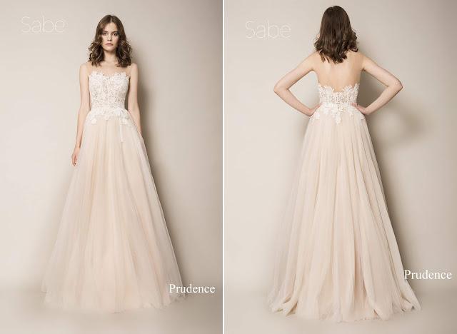 Delikatna suknia ślubna z tiulowym beżowo brzoskwiniowym dołem i koronkową górą (bez ramiączek). Suknie SABE.
