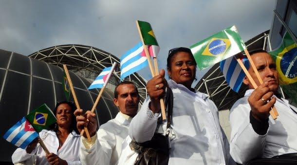 Médicos cubanos entram com ações contra Cuba para continuar no Brasil