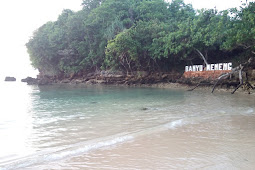 Pantai Banyu Meneng Ombaknya Sediam Namanya