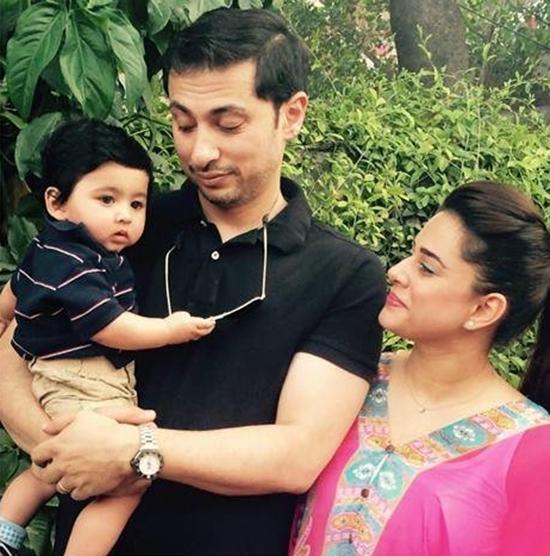 Mehreen Raheel with Husband and Son