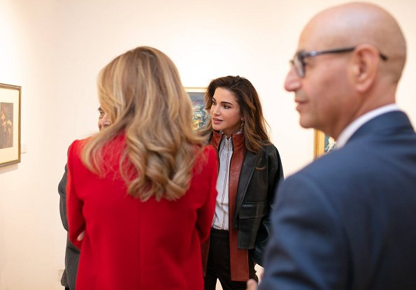 Queen Rania wore Tom Ford Maron pumps, and she carried Givenchysmall GV3 shoulder bag