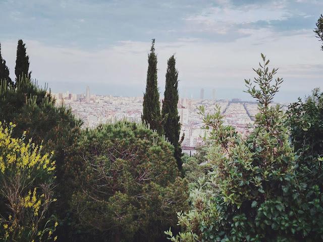 Panorama Barcelony ze szczytu Parku Güell