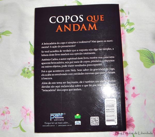 Resenha, livro, Copos que andam, Vera Lúcia Marinzeck de Carvalho, espírito antonio carlos, petit, brincadeira do copo, sinopse, contracapa