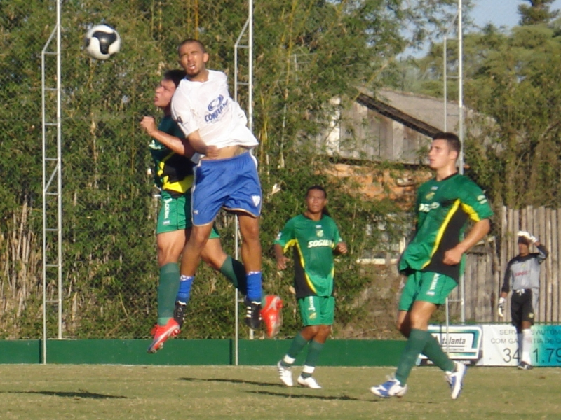 ONZE!FUTEBOL   Cerâmica e Cruzeiro jogam amistoso 2e396733e7594