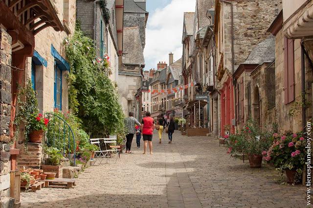 Visitar VItré pueblo Bretaña francesa viaje diario