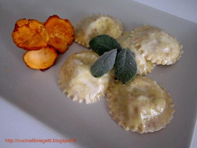 Ravioli integrali ai gallinacci patate e stracchino