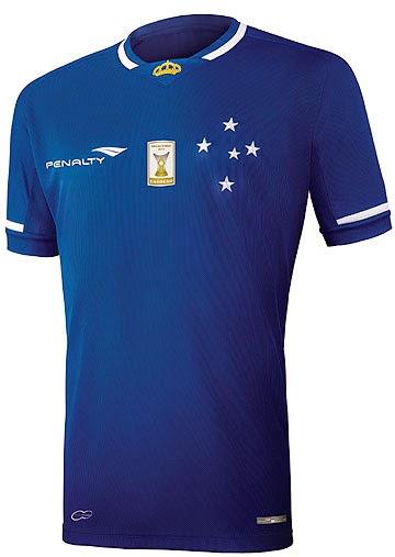 ... comprar ingresso para decisão de campeonato. A nova camisa do Cruzeiro  teve procura recorde e os torcedores tiveram que passar longas horas nas  filas ... ae60587b9e8d4
