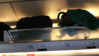 Abbildung einer Gepäckablage im Familienbereich des ICE, Deutsche Bahn