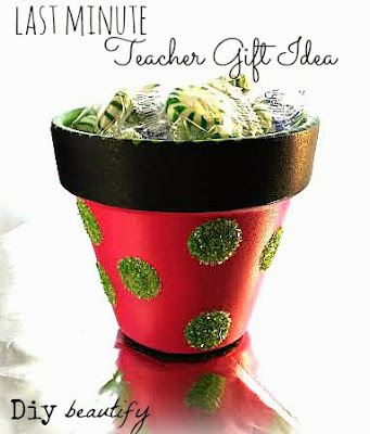 How to make a painted flower pot with glittered dots (candy dish) www.diybeautify.com