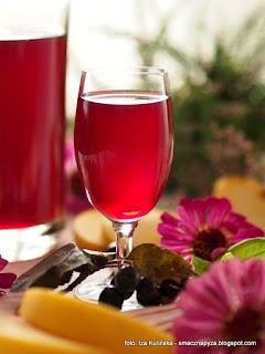 nalewka aroniowa, nalewka aroniowo jablkowa, aronia, jablka, nalewki domowe, przetwory, spizarnia, owoce, alkohol