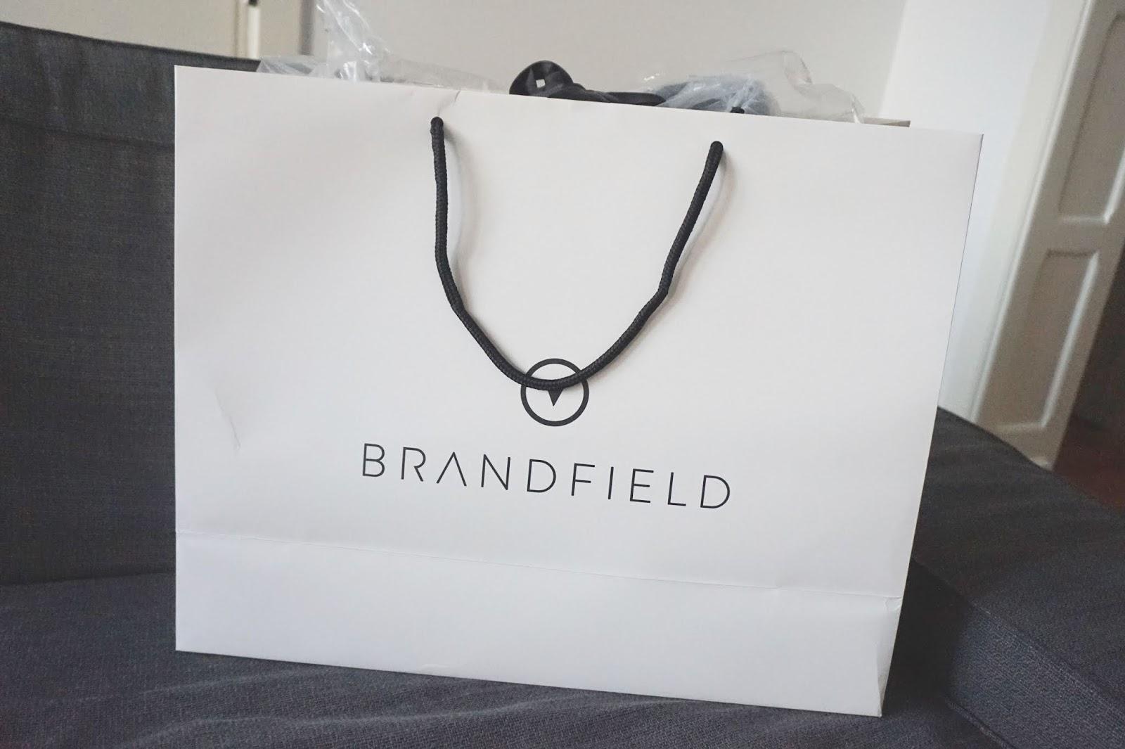 a1e4aceac02 Het unboxen van de tas was een feestje! De tas zat namelijk verpakt in een  mooie zak van Brandfield. Rond de tas zelf zat veel plastic om beschadiging  te ...