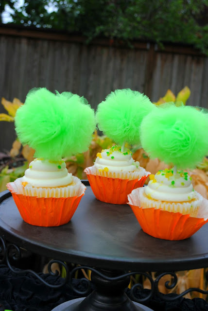 Halloween-dessert-party-inspiration-cupcakes-tulle-poms