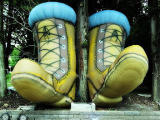 'As Botas Gigantes' - Bonecos Infláveis, em Canela